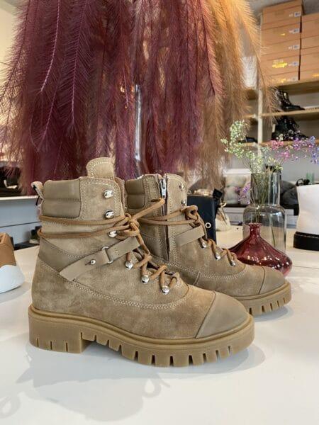 Pavement Støvle Harper taupe brun suede 19359 dame vinterstøvle nord sko blokhus hune strand