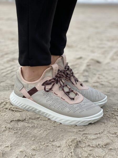 837313 ecco sneakers