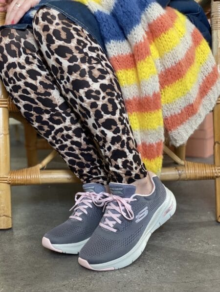 Skechers arch fit lys grå lyserøde snøre. skechers med svangstøtte lys grå. Sneakers med svangstøtte