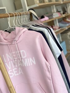 i need vitamin see hjemhavn lyserød hoodie