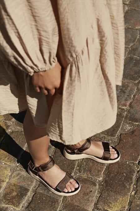woden sandal med velcro brun