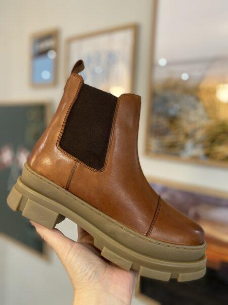 copenhagen shoes you and med kort læderstøvle cognac brun