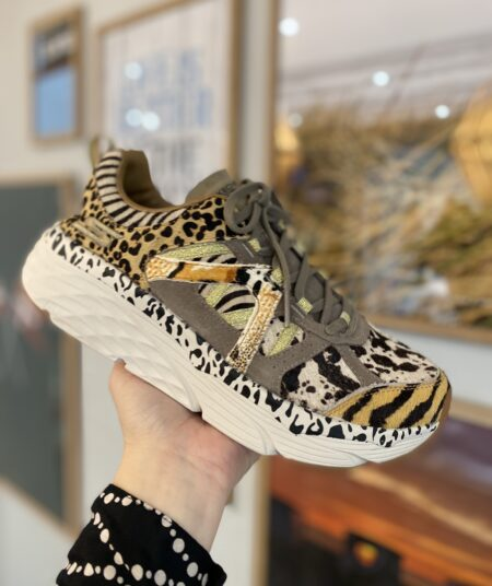 max cushioning skechers leopard